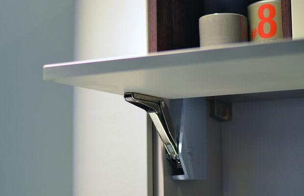 è fortemente consigliato l'utilizzo di ferramenta per mobili ...